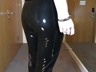 sexy Spaziergang in meinem brandneuen Latex flüssigen Vinyl legging