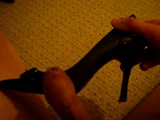 Cumming auf Freundin High Heels