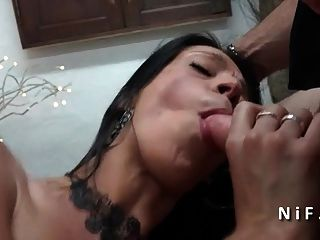 Amateur Französisch Babe hart schlug und Sperma in 3way abgedeckt