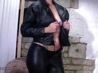 Busty Babes mit sexy Arsch Fetisch für Strippen und Leder