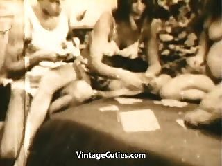 Teen Swinger spielen Strip Poker und ficken (1960er Jahrgang)