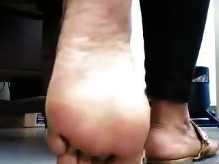Genießen Sie und cumm auf diesem Ebenholz Zehen und große Füße
