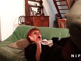 eine französische Nonne, die in Dreier