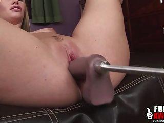 Aimee Addison mit einer Fickmaschine zum ersten Mal