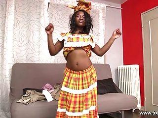 anaelle ein schönes schwarzes Mädchen gefickt