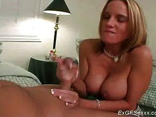 Ex Freundin mit großen Titten nimmt wildes Sperma auf ihrem Gesicht