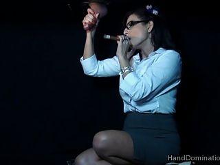 Gloryhole Rauchen Femdom Handjob