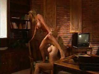 dmvideos heiße lesbische Blondinen verwüsten sich gegenseitig