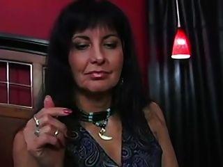 Tante findet heraus, dass ihr Höschen benutzt wird