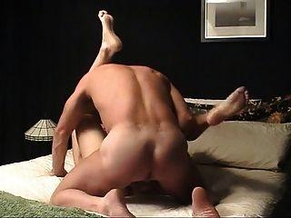 riesiger Schwanz wird in den Arsch geschoben