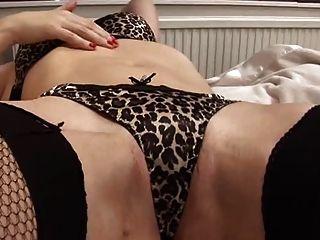 sexy milf spielt mit sich selbst