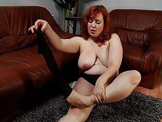 plump und redhead latina