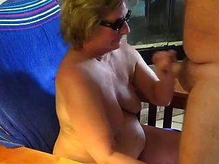 Oma ist ein Blowjob
