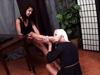blonde lesbische lecken latina füße