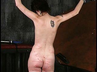 Shacked kurzhaarig eine Tasse brunette bekommt ihre Titten von alten dude gespannt