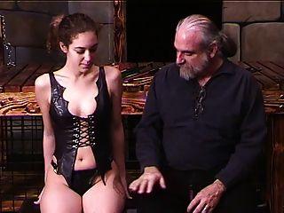 dude immobilisiert corseted brunette so kann er cane ihren arsch