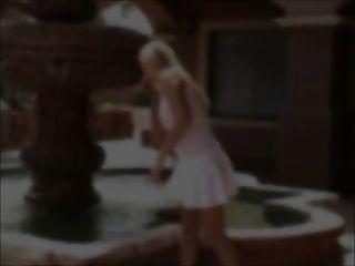 Alison-Nippel lecken \u0026 sehen durch weiße Spitze mit Spielzeug