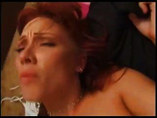 Geile Redhead liebt es tief in ihrem Arsch