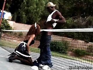 schwarze Mädchen im Freien sportlich fuck