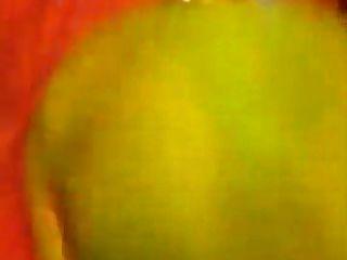 Apfel in ihrer losen Fotze