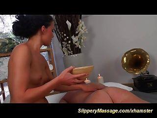 unglaubliche rutschige Nuru-Massage