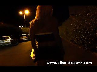 blonde Schlampe geht kein Höschen auf der Straße