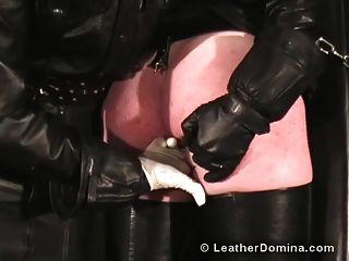 die lederne domina peitschte anal fingering
