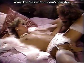Kinky Puppen sind alleine und nackt