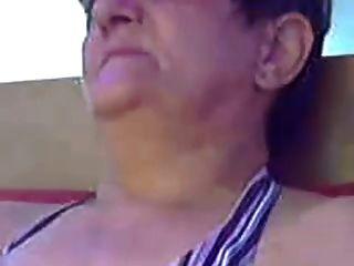 haarige Oma auf dem Web r20