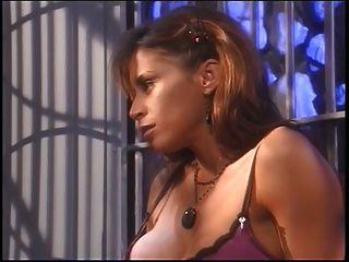 big tits hottie in fishnets genießen mit ihren großen Titten Sklave