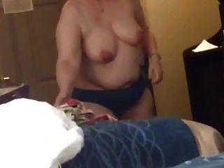 bbw frau clair big tits streifen und zieht kleid an