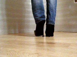 Gehen Sie in High Heels Stiefel