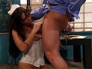 Big Tits Krankenschwester von Arzt gefickt