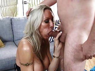 milf mit großen boobs blowjob und cumshot