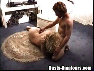 Busty Heather Reiten auf weißen Hahn