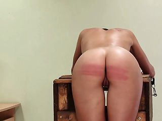 schlechtes Mädchen bestraft