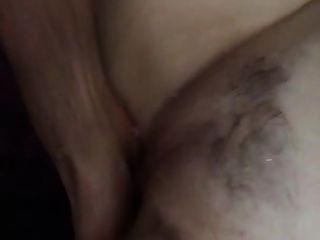 Frau spritzt, während Fick Kumpel Finger sie