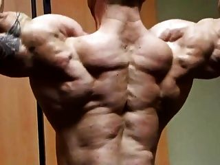 Str8 Bodybuilder massive Biegung
