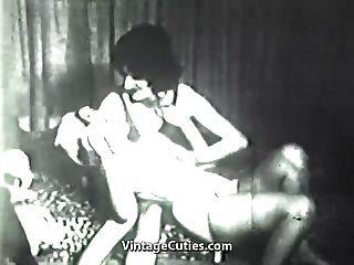 verrückter Junge in einer schmutzigen Frau (1940er Jahrgang)