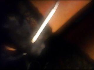 Rauchen einer 120s in Corsage und Spaziergang in Mini