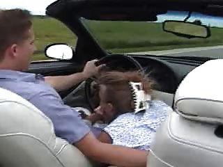 Gwen saugt ihren Mann im Auto!