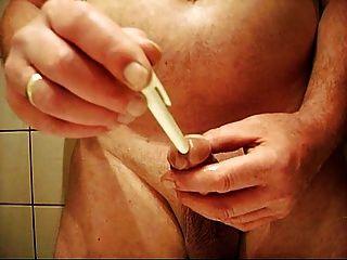 Deutscher Hahn Spiel mit seinem Schwanz und Sperma