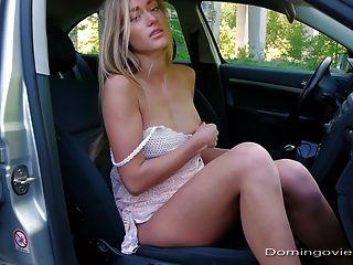 Autobahn Schlampe masturbieren im Auto