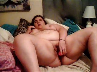 bbw cums während auf ihrem bett mit dildo
