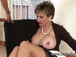 Lady Sonia fickt 2 Jungs wird cum