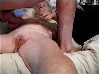 Oma und junger Liebhaber
