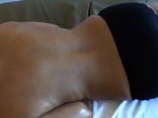 Ehemann massiert indische Frau