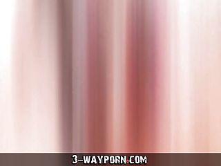 sexy shemale wird gefickt in junge Mädchen tranny threesome