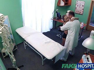 fakehospital gut harter Sex mit Patient nach Erdbeben