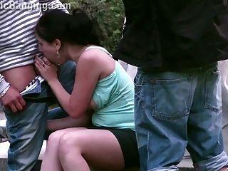 public street gangbang threesome mit einem süßen teen Mädchen